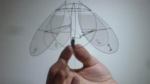 il_drone_che_galleggia_nell_aria_come_una_medusa_1455
