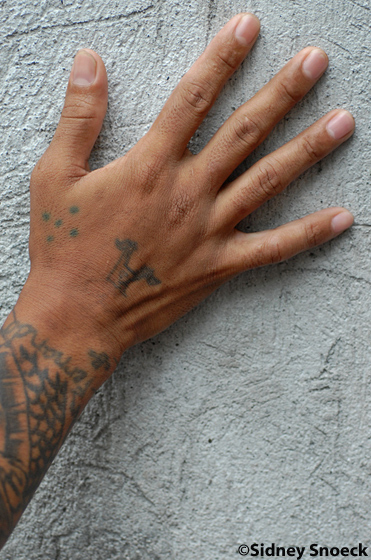 Gang With Three Dots On Hand: I Significati Nascosti Dei Tatuaggi Famosi - YOUng