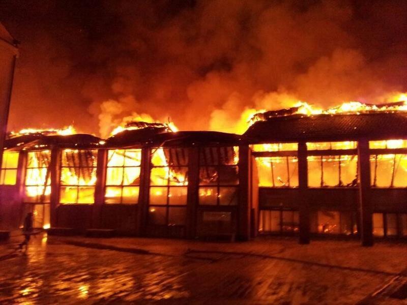 Città della Scienza incendiata, condannato il custode. Tra mille interrogativi