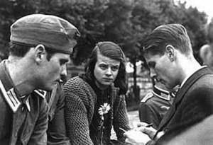 da sin. Hans Scholl, Sophie Scholl e Cristoph Probst
