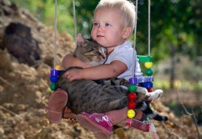 5 buone ragioni per avere un gatto quando si ha un figlio